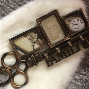 🔑 Key holder decoration with picture frames.
